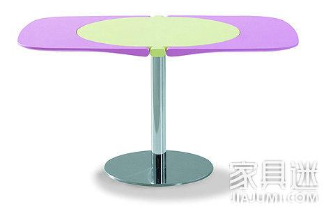 为Bonaldo设计的FLAP可折叠桌