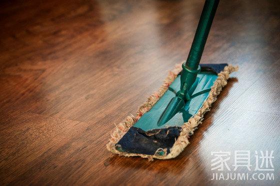 木地板先清洁后保养